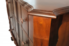 Chest of drawers edge